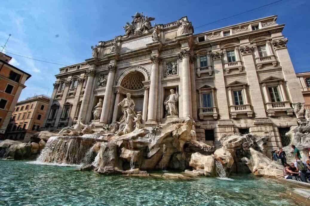 fontaine de trevi incontournable de rome