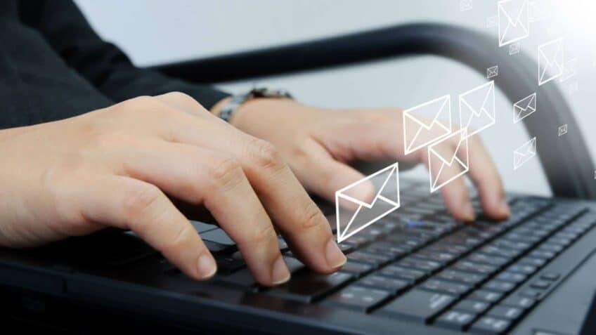 communiquer-email-voyage