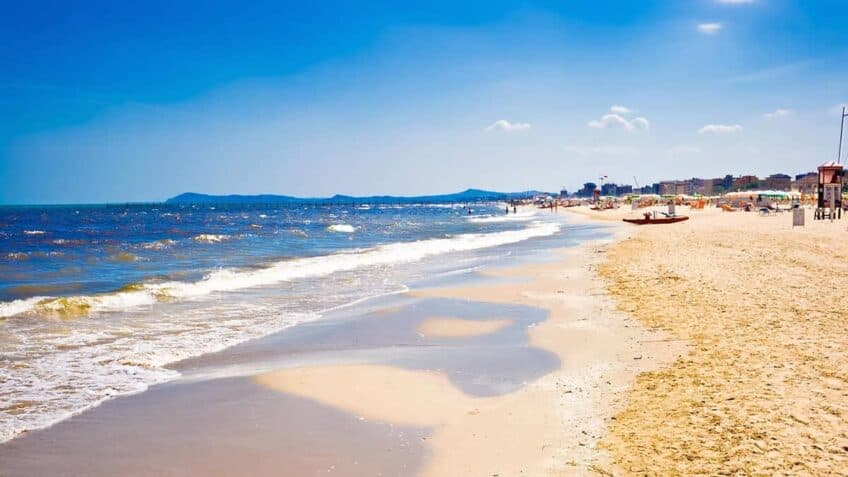 plage-rimini-italie