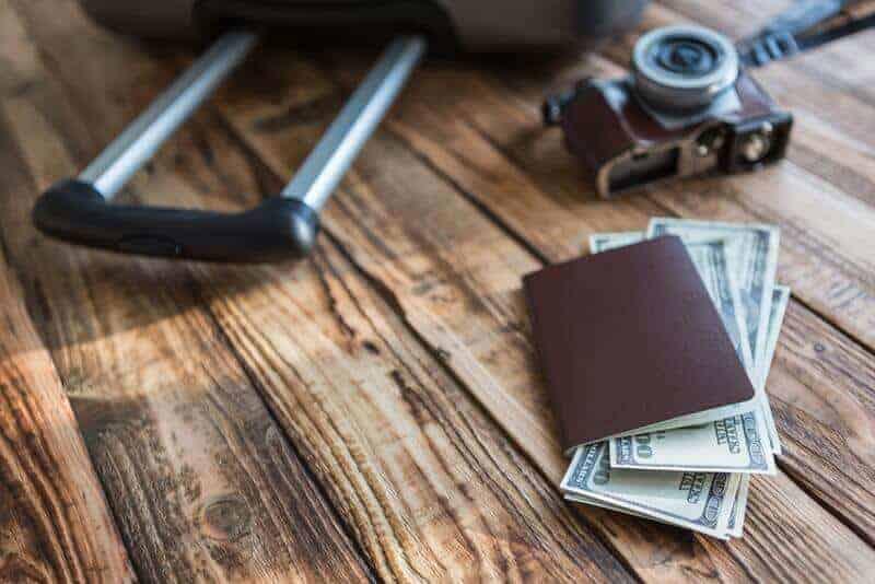 Argent à létranger : changer des devises ou retirer avec sa carte