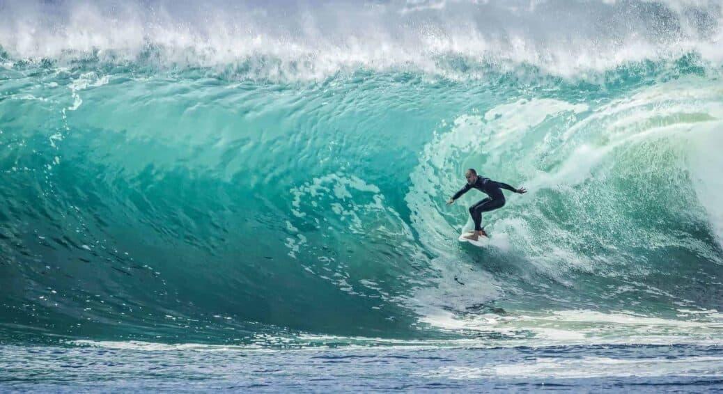 faire du surf en Indonésie
