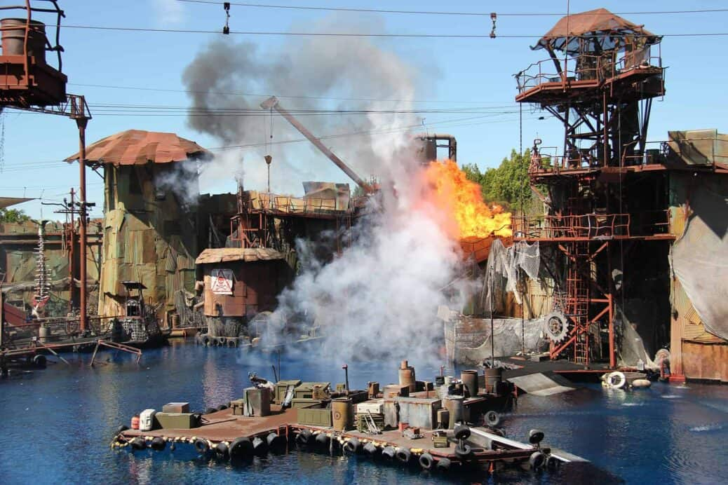 waterworld spectacle universal