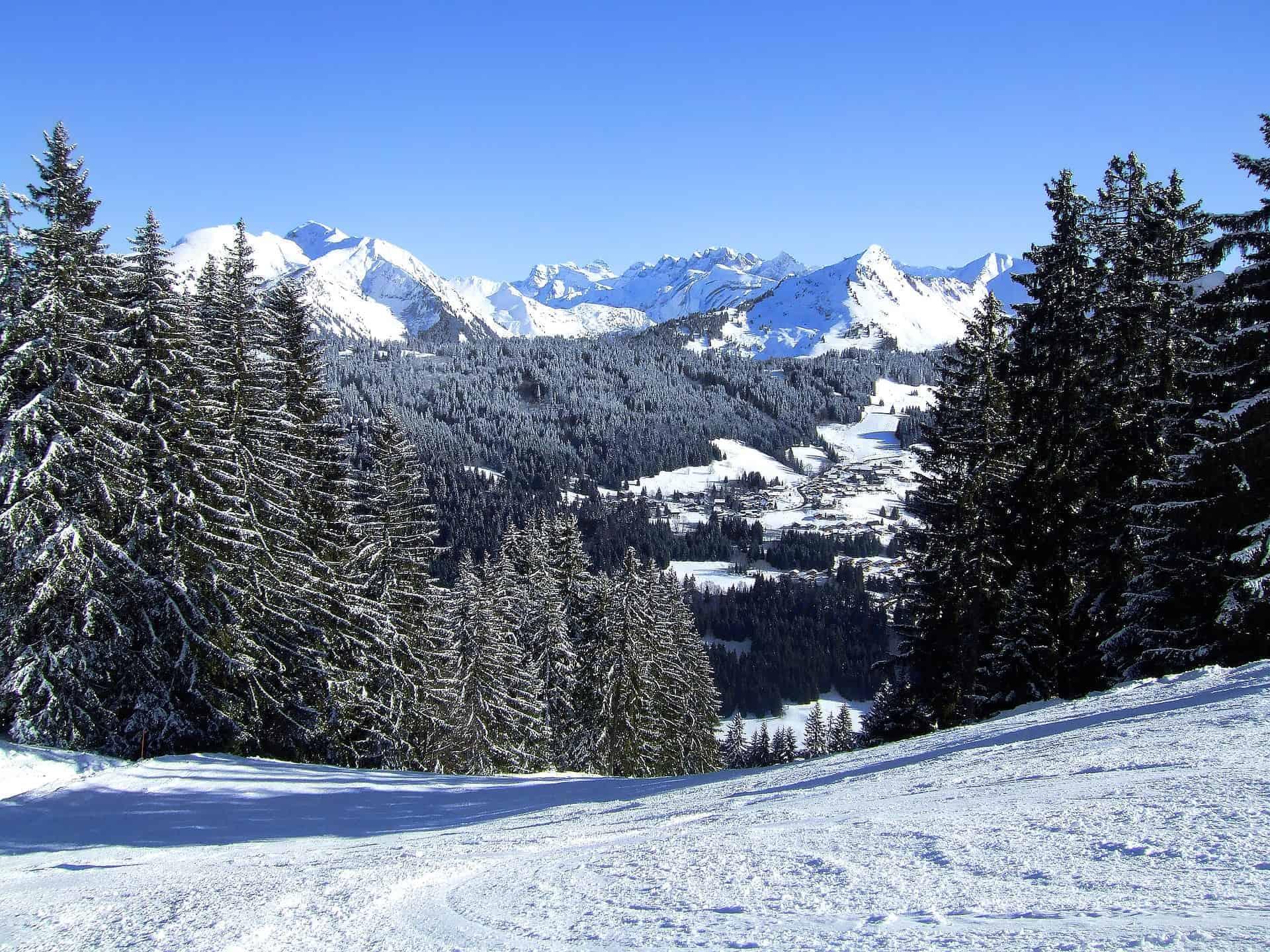 skier a morzine