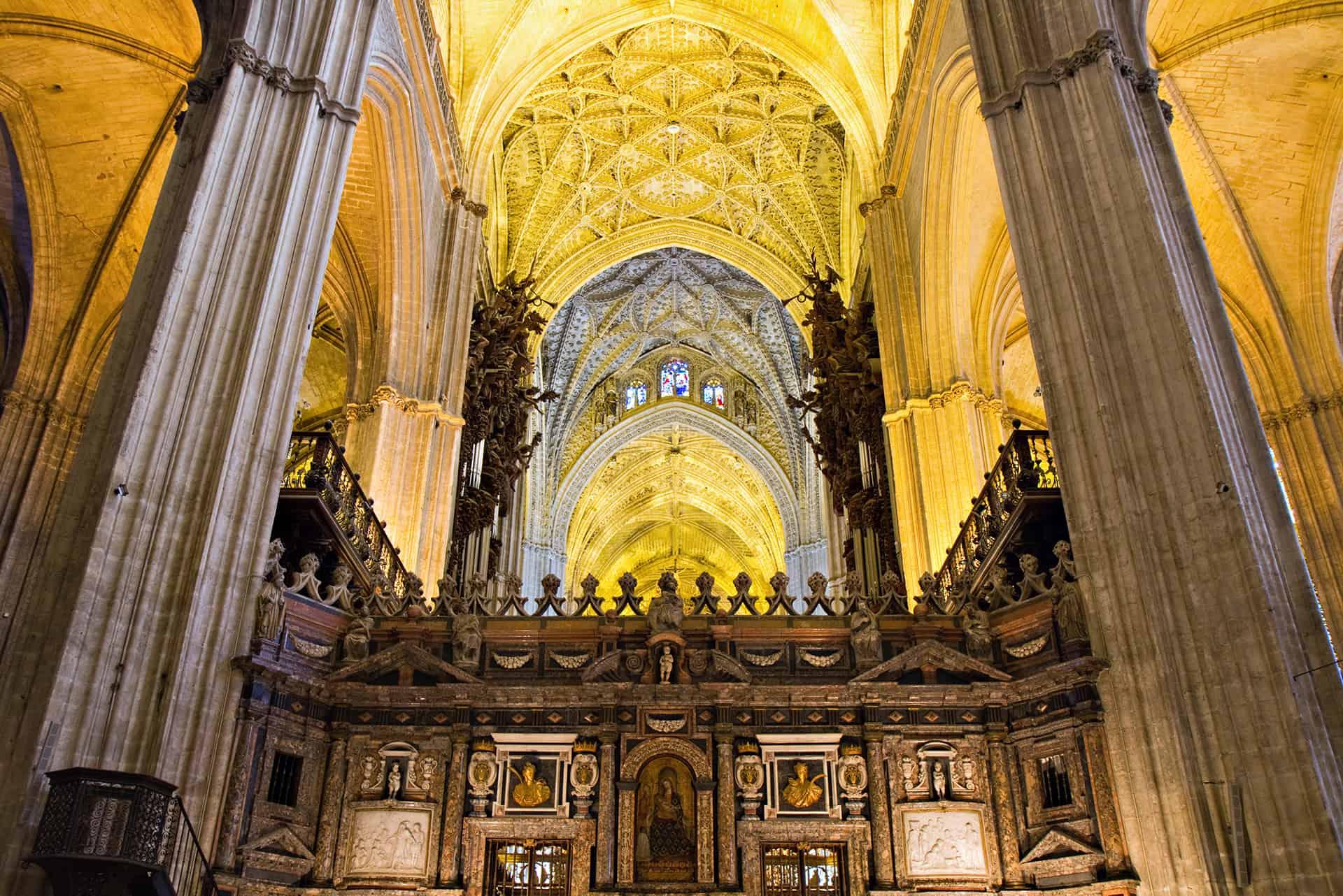 interieur cathedrale seville